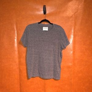 Abercrombie & Fitch- tee shirt